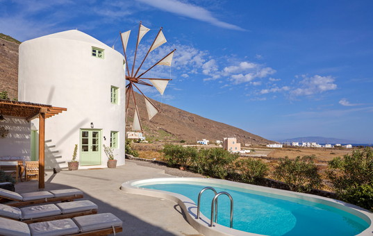 <a href='/holiday-villa/greece.html'>GREECE</a> - <a href='/holiday-villa/greece/cyclades.html'>CYCLADES</a>  - <a href='/holiday-villa/greece/santorini.html'>SANTORINI</a> - Pori-Imerovigli - Green Windmill  -