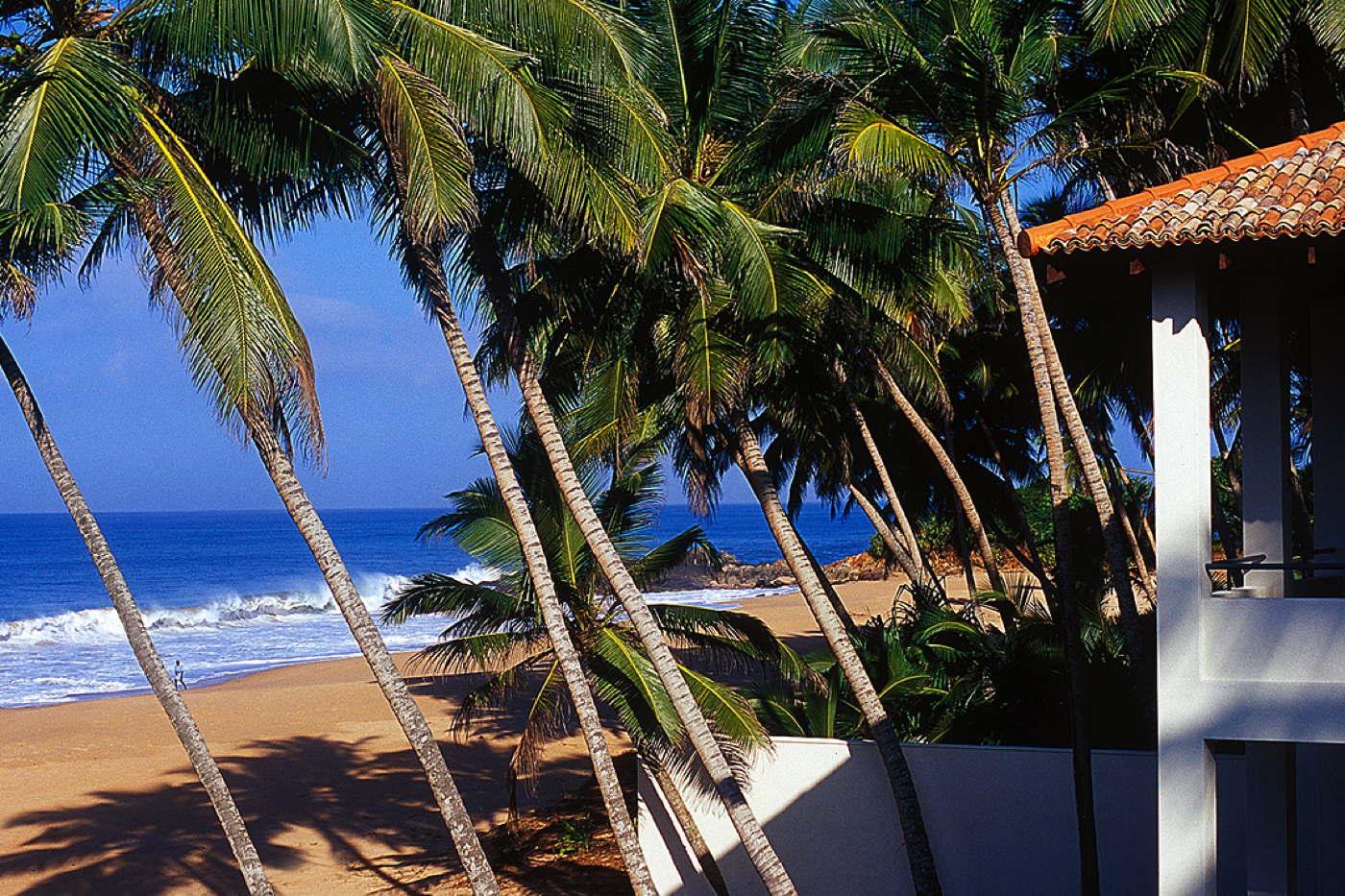 ferienhaus am strand mieten ferienvilla am meer mit pool sri lanka induruwa. Black Bedroom Furniture Sets. Home Design Ideas