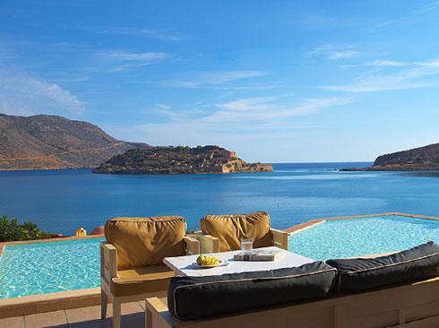 Girit adası terastan deniz manzarası