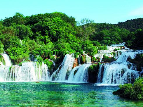 Blick auf die Wasserfälle in Krka