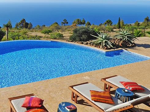 La Palma adasında havuzlu tatil villası