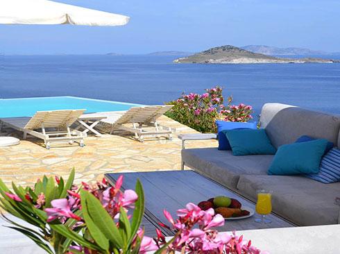 Patmos'ta tatil villası havuz manzarası