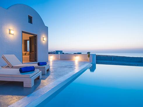 Santorini'de havuzlu tatil villası