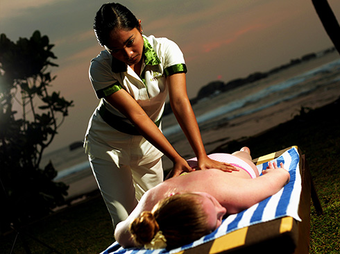 Massage treatment Sri Lanka by the shore